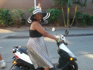 big-hat-on-moped